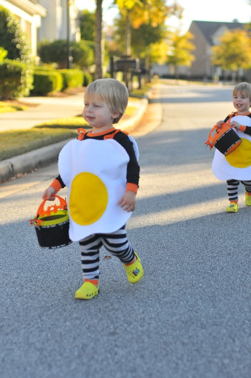 Halloweenboyswalking
